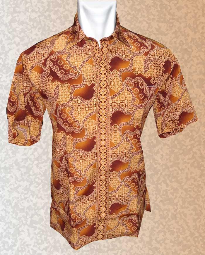 Baju Batik Motif Batik Kalem Dengan Paduan Warna Yang